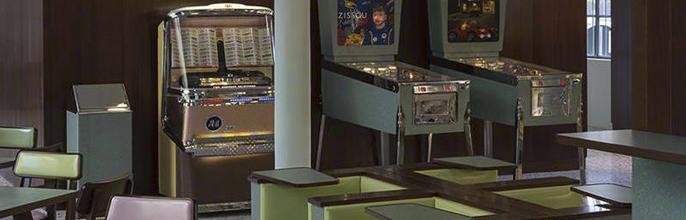 El Bar retro de Prada diseñado por Wes Anderson.